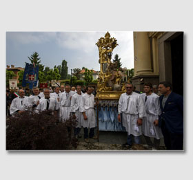I portatori nella processione del 2015 ‑ Portatori per la Processione al Santuario Piemontese di Sommariva del Bosco ‑ Piemonte Sacro